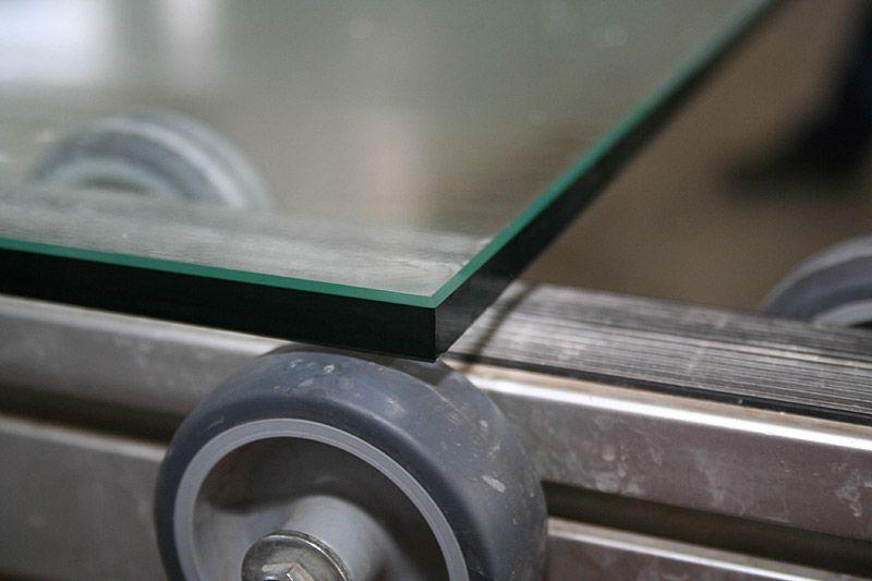 Гравировка стекла, кромки стекла, Обработка кромки, позволяет создавать